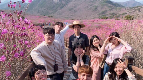 20190418_꽃구경단체사진2.jpg